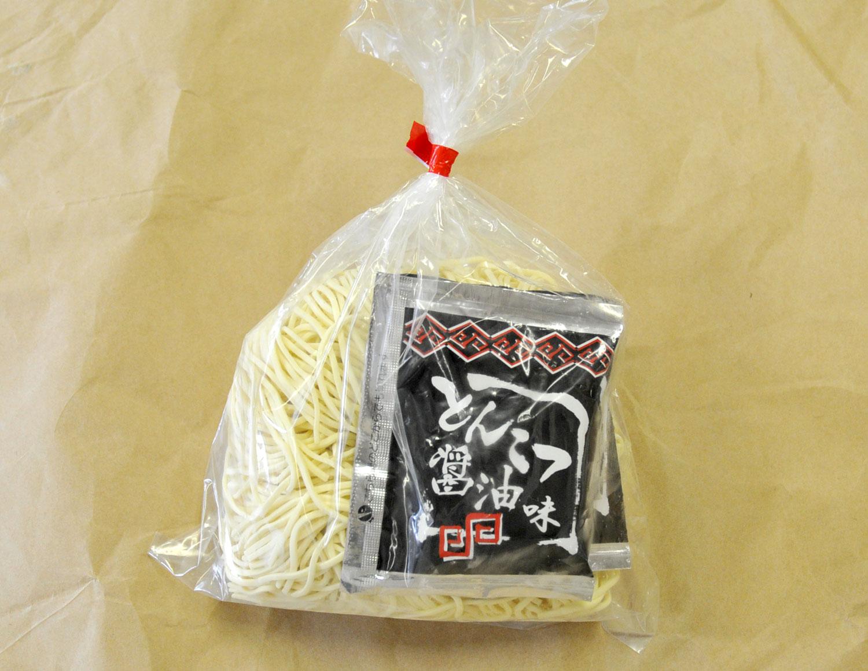 自然素材の生ラーメン(2食入・豚骨醤油スープ付)太麺